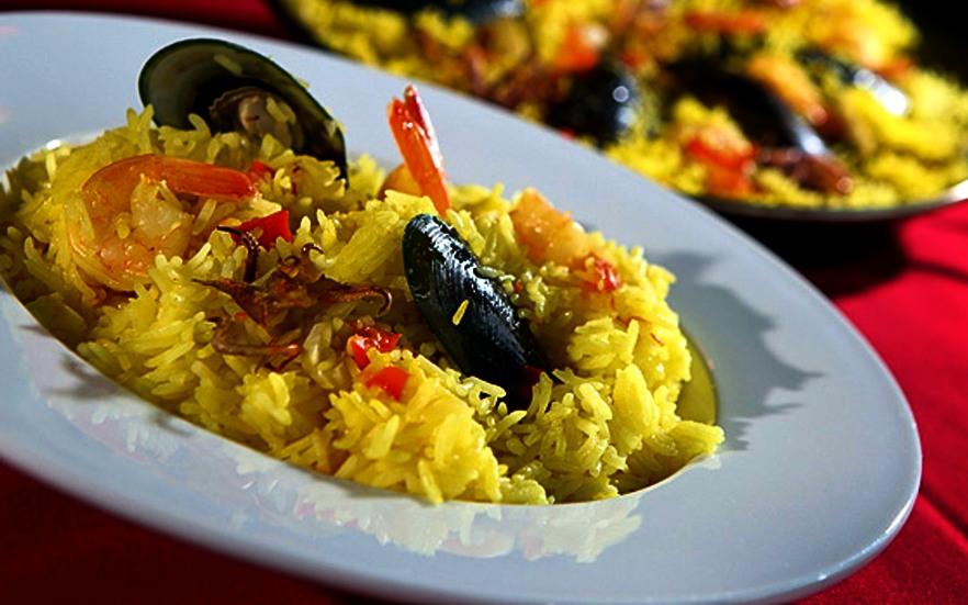arroz con calamares y almejas