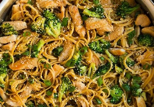 fideos con brocoli y pollo
