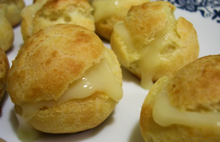 pan relleno de crema pastelera