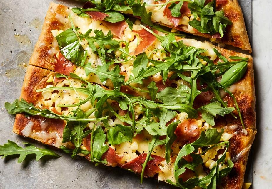 pizza de albahaca y jamon crudo