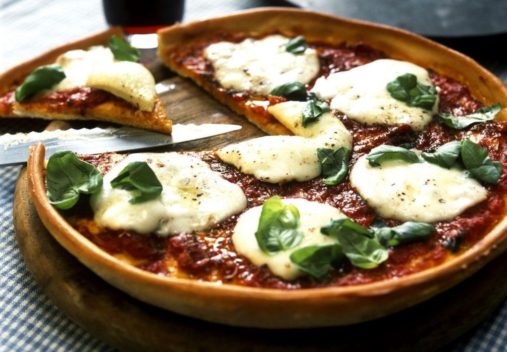 pizza de albahaca y queso