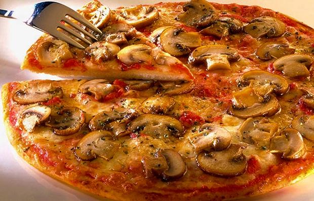 pizza de cebolla y tomate