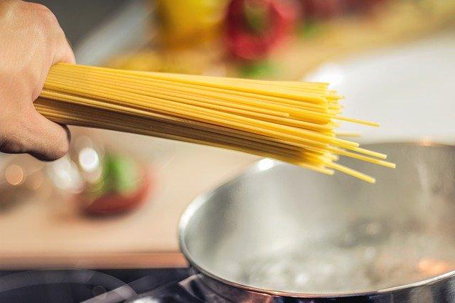 ingredientes para fideos con brocoli